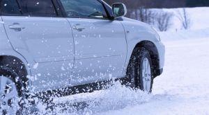 知っておきたい!冬の味方・スタッドレスタイヤの適正な空気圧は?のサムネイル画像