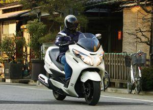 知ってますか?バイクを譲渡する時、される時の手続きの仕方のサムネイル画像