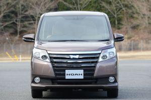 ファミリカーとして大人気トヨタ ミニバン ノア!新車価格は!?のサムネイル画像