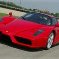 エンツォフェラーリ創始者の名を冠した特別な車とその価格は?のサムネイル画像